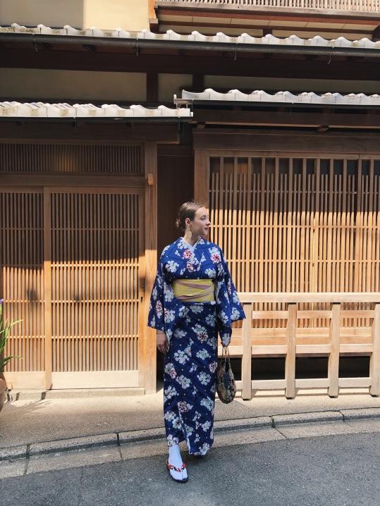 Balade en kimono dans les rues
